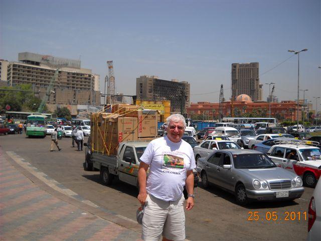 YO!! el edificio quemado del partido democratico (bella palabra) de Mubarac y a su lado el edificio del museo egipcio construido por los ingleses