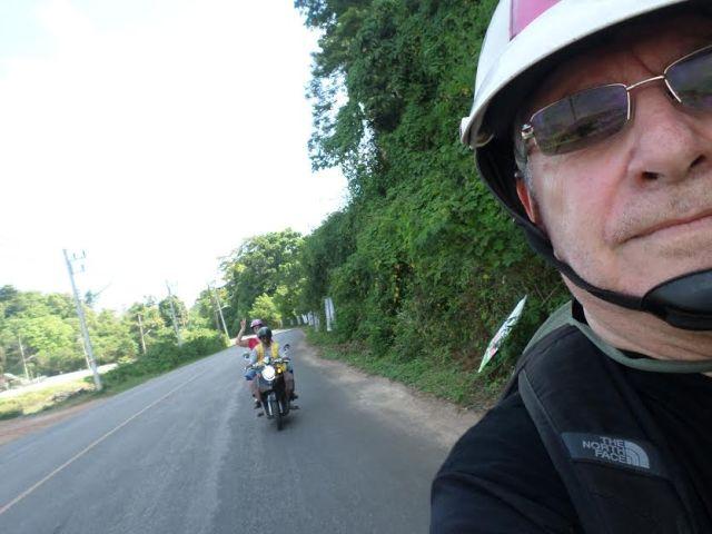 yossi y me en moto